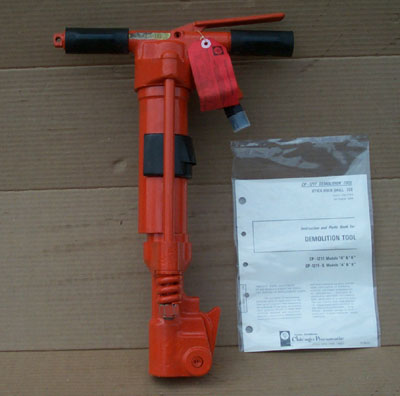 Chicago Pneumatic CP-1211 NEW PAVEMENT BREAKER, 30 LB